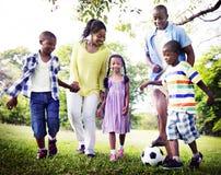 Αφρικανική έννοια δραστηριότητας διακοπών διακοπών οικογενειακής ευτυχίας στοκ εικόνες με δικαίωμα ελεύθερης χρήσης