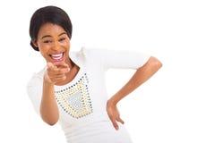Αφρικανική γυναίκα που δείχνει το γέλιο Στοκ Εικόνες