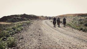Αφρικανικοί λαοί που οδηγούν το άλογο απόθεμα βίντεο