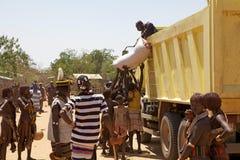 Αφρικανικοί λαοί στην αγορά Στοκ εικόνα με δικαίωμα ελεύθερης χρήσης
