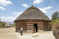 Αφρικανικοί λαοί στο σπίτι Στοκ εικόνα με δικαίωμα ελεύθερης χρήσης