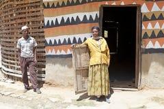 Αφρικανικοί λαοί στο σπίτι Στοκ εικόνες με δικαίωμα ελεύθερης χρήσης