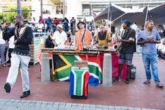Αφρικανικοί χορευτές, αφρικανική ζώνη, τραγούδι και χορός στοκ εικόνα με δικαίωμα ελεύθερης χρήσης