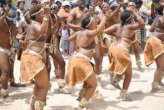 Αφρικανικοί χορευτές σε μια χαρούμενη διάθεση Στοκ Φωτογραφία