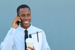 Αφρικανικός επιχειρηματίας που καλεί τηλεφωνικώς με το διάστημα αντιγράφων Στοκ Εικόνες