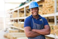 Αφρικανικός εργαζόμενος αποθηκών εμπορευμάτων Στοκ Φωτογραφία