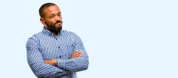 Αφρικανικός νεαρός άνδρας πέρα από το άσπρο υπόβαθρο Στοκ φωτογραφίες με δικαίωμα ελεύθερης χρήσης