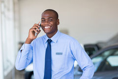Αφρικανικός πωλητής αυτοκινήτων Στοκ Φωτογραφίες