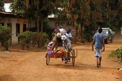 Αφρικανικό άτομο πωλήσεων παιχνιδιών Στοκ Εικόνα