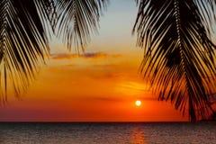 Αφρικανικό ηλιοβασίλεμα πέρα από Ινδικό Ωκεανό στοκ φωτογραφία
