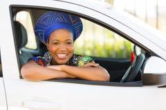 Αφρικανικό νέο αυτοκίνητο κοριτσιών Στοκ Εικόνες