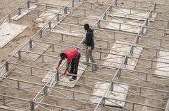 Αφρικανικό στάδιο κατασκευής τύπων εργαζομένων Στοκ Εικόνες