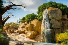 Αφρικανικό τοπίο με την αδανσωνία, τους ελέφαντες και τον καταρράκτη Στοκ εικόνα με δικαίωμα ελεύθερης χρήσης