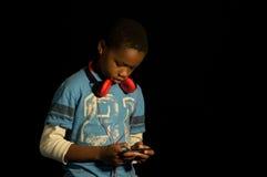 Αφροαμερικάνος gamer. Στοκ Φωτογραφίες