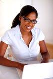 Αφροαμερικανός γραμματέας που εξετάζει σας Στοκ Φωτογραφία