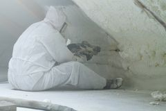 Αφρός πολυουρεθάνιου ψεκασμού για τη στέγη στοκ εικόνα με δικαίωμα ελεύθερης χρήσης