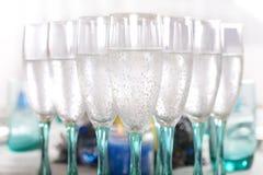αφρώδες κρασί γυαλιών πο&ta Στοκ εικόνες με δικαίωμα ελεύθερης χρήσης