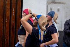 Αχθοφόροι κατά τη διάρκεια Semana Santa Κόρδοβα στοκ εικόνα