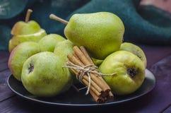 Αχλάδια και κανέλα Στοκ Εικόνες