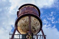Αχρησιμοποίητος και εγκαταλειμμένος πύργος νερού - οινοπνευματοποιία Kinsey στοκ φωτογραφία με δικαίωμα ελεύθερης χρήσης
