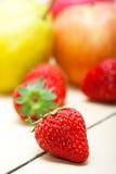 Αχλάδια μήλων νωπών καρπών και strawberrys Στοκ εικόνες με δικαίωμα ελεύθερης χρήσης