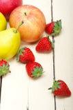 Αχλάδια μήλων νωπών καρπών και strawberrys Στοκ Εικόνα