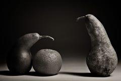 Αχλάδια σε μια μαύρη ανασκόπηση Στοκ Φωτογραφίες