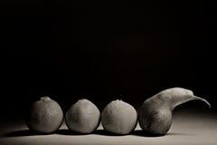 Αχλάδια σε μια μαύρη ανασκόπηση Στοκ εικόνα με δικαίωμα ελεύθερης χρήσης