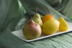 Αχλάδι και άλλα φρούτα Στοκ φωτογραφία με δικαίωμα ελεύθερης χρήσης