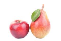 Αχλάδι και μήλο που απομονώνονται σε ένα άσπρο υπόβαθρο Στοκ Φωτογραφία