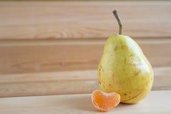 Αχλάδι και φέτα του μανταρινιού Στοκ φωτογραφίες με δικαίωμα ελεύθερης χρήσης