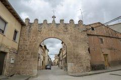 Αψίδα εισόδων σε μια οδό Penaranda de Duero στην επαρχία του Β στοκ εικόνες