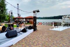 Αψίδα σκηνής και γάμου μουσικής, οργάνωση των διακοπών στοκ εικόνες