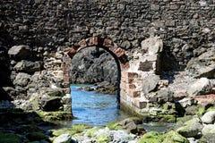 Αψίδα στο μώλο στο λιμάνι Σκωτία Portpatrick στοκ φωτογραφία με δικαίωμα ελεύθερης χρήσης