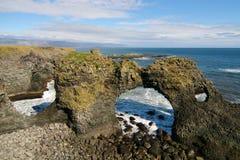 Αψίδα βράχου Arnarstapi Στοκ φωτογραφία με δικαίωμα ελεύθερης χρήσης