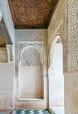 Αψίδα με το arabesque Alhambra, Ισπανία Στοκ Εικόνες