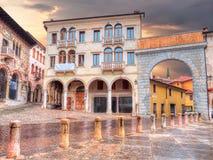 Αψίδα της πλατείας Marc Antonio Flaminio σε Serravalle, Vittorio Βένετο Στοκ φωτογραφία με δικαίωμα ελεύθερης χρήσης
