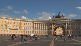 Αψίδα του Γενικού Επιτελείου στο τετράγωνο παλατιών στη Αγία Πετρούπολη φιλμ μικρού μήκους