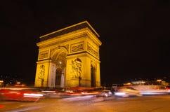 Αψίδα του θριάμβου του αστεριού στο Παρίσι (Γαλλία) τη νύχτα) Στοκ Εικόνες