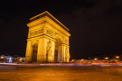 Αψίδα του θριάμβου του αστεριού στο Παρίσι (Γαλλία) τη νύχτα Στοκ Εικόνες