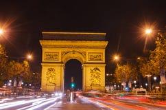 Αψίδα του θριάμβου του αστεριού στο Παρίσι (Γαλλία) τη νύχτα Στοκ Φωτογραφία