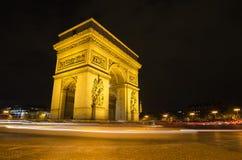 Αψίδα του θριάμβου του αστεριού στο Παρίσι (Γαλλία) τη νύχτα Στοκ φωτογραφία με δικαίωμα ελεύθερης χρήσης