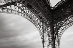 Αψίδα των ρουλεμάν πύργων του Άιφελ Στοκ φωτογραφία με δικαίωμα ελεύθερης χρήσης