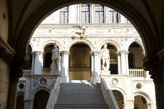 Αψίδες και αγάλματα, Doge παλάτι Στοκ εικόνα με δικαίωμα ελεύθερης χρήσης