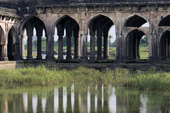 Αψίδες και καταστροφές ιστορικού Jal Mahal Madhya Pradesh Στοκ φωτογραφία με δικαίωμα ελεύθερης χρήσης
