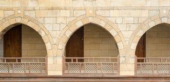 Αψίδες με τα ξύλινα κιγκλιδώματα, καραβανσεράι Wikala Al-Ghur Στοκ φωτογραφίες με δικαίωμα ελεύθερης χρήσης