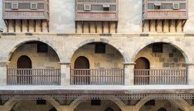 Αψίδες με τα ξύλινα κιγκλιδώματα, caravansary Wikala Bazaraa, Κάιρο, Αίγυπτος Στοκ Φωτογραφία