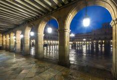 Αψίδες στο δήμαρχο Plaza σε Σαλαμάνκα το βράδυ Στοκ Εικόνες