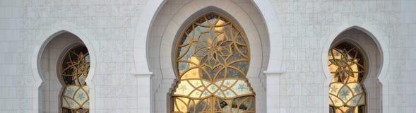 Αψίδες & χρυσό έργο τέχνης, Sheikh μουσουλμανικό τέμενος Zayed Στοκ Εικόνες