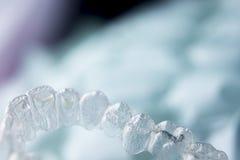 Αόρατα οδοντικά πλαστικά στηρίγματα στοκ εικόνα με δικαίωμα ελεύθερης χρήσης